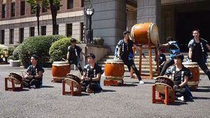 神奈川県庁前演奏④.jpg